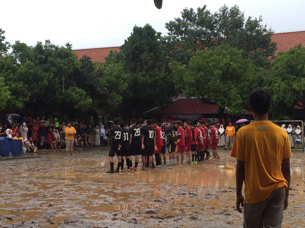 Final futsal antara XII IPS 1 dan XI IPS 4